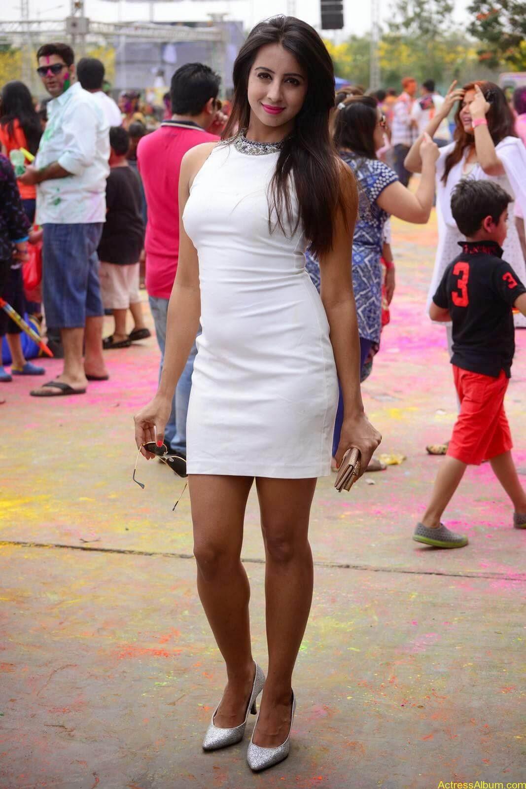Sanjjanaa-in-White-Shorts-at-Holi-Party-4