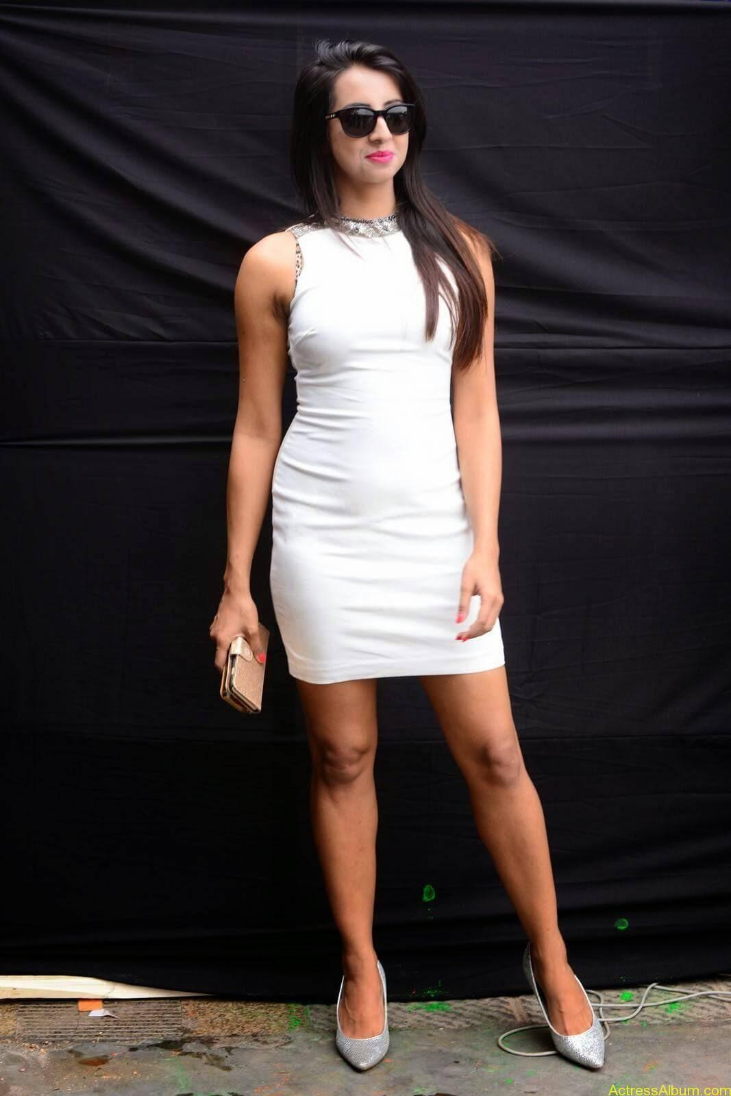 Sanjjanaa-in-White-Shorts-at-Holi-Party-6