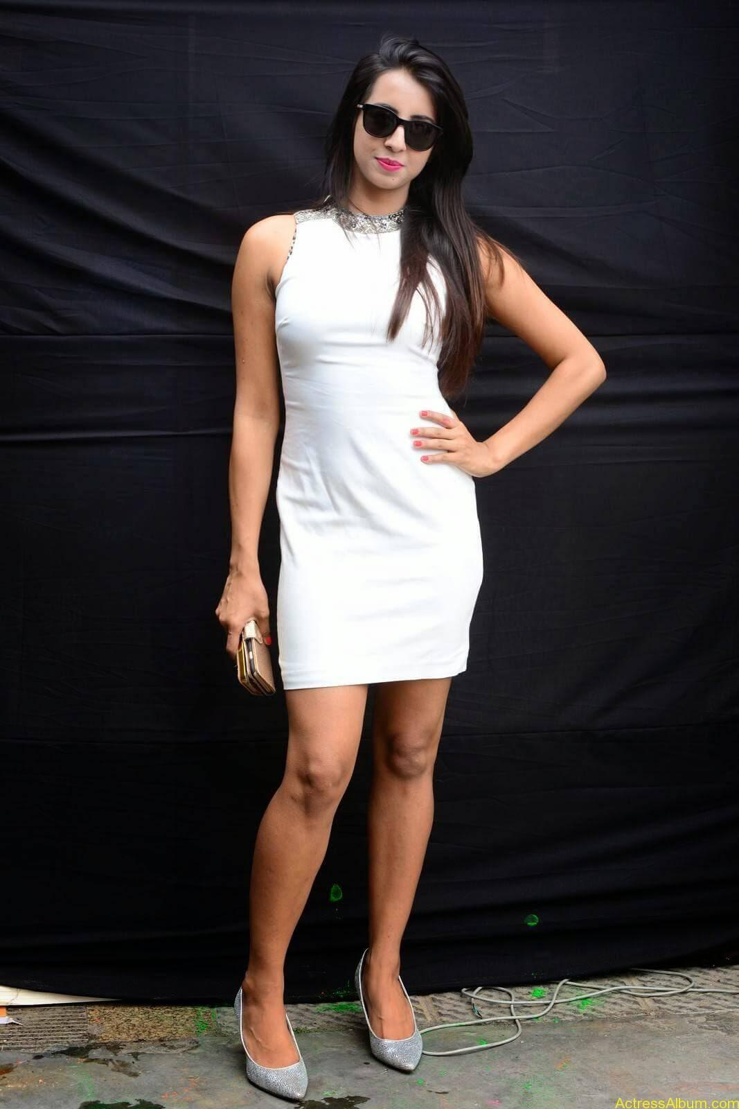 Sanjjanaa-in-White-Shorts-at-Holi-Party-7