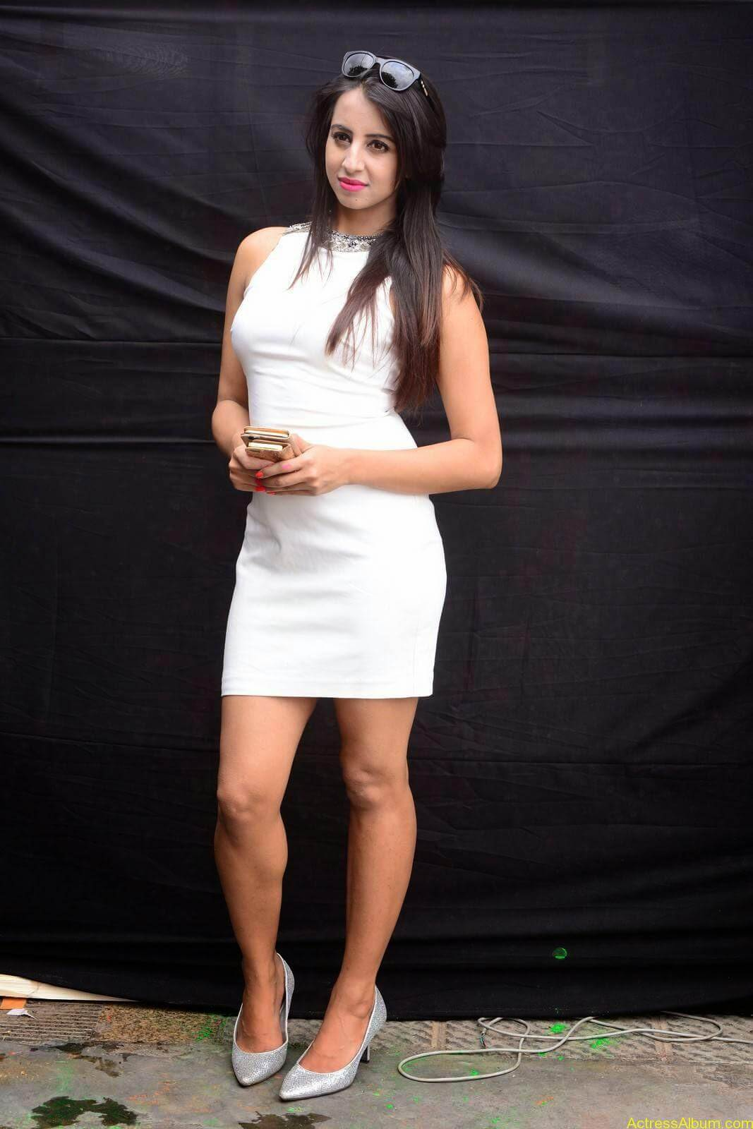 Sanjjanaa-in-White-Shorts-at-Holi-Party-8
