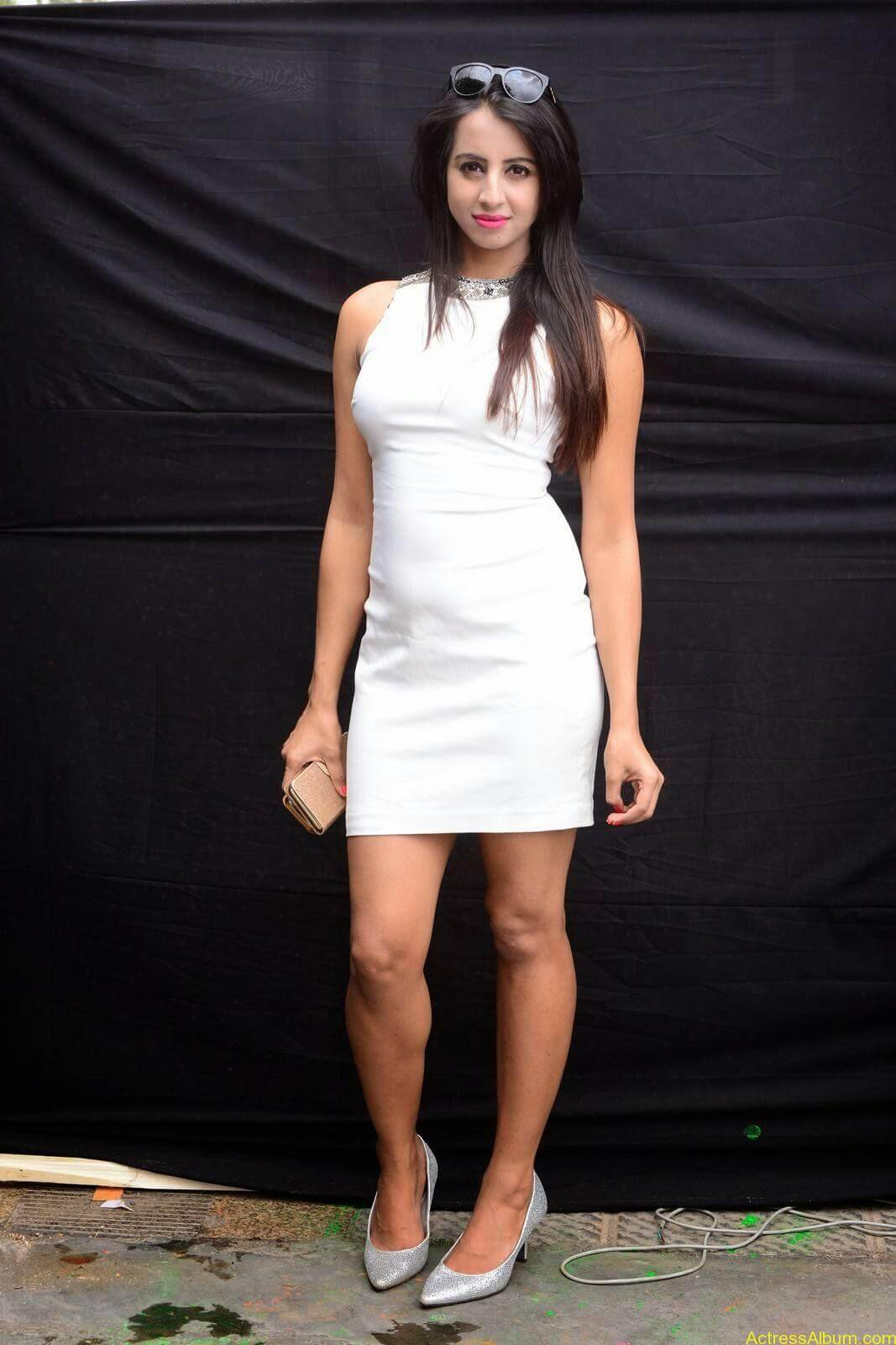 Sanjjanaa-in-White-Shorts-at-Holi-Party-9