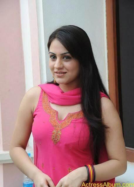 Actress Aksha Latest Hot Stills Pics3