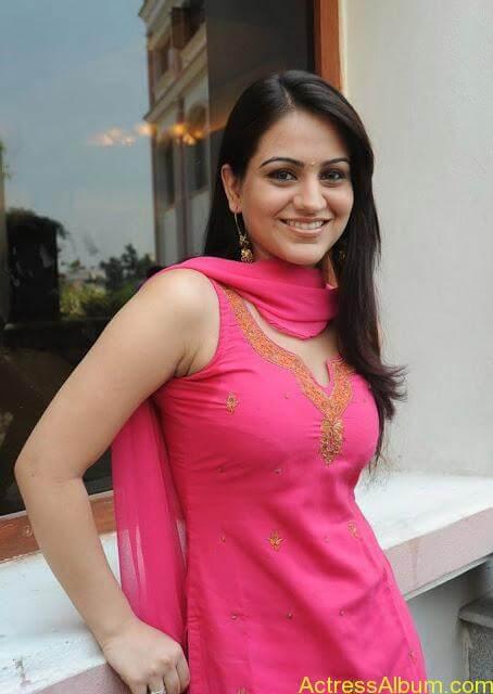 Actress Aksha Latest Hot Stills Pics4