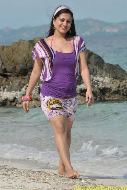 Aksha Hot In The Beach