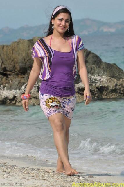 Aksha Hot In The Beach