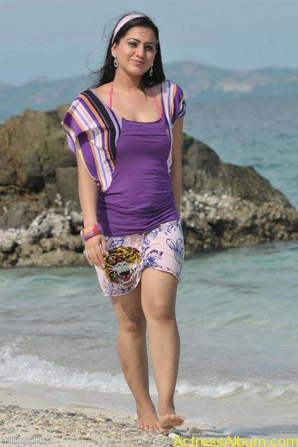 Aksha Hot In The Beach3