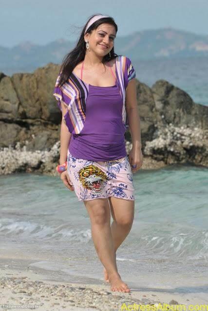 Aksha Hot In The Beach5