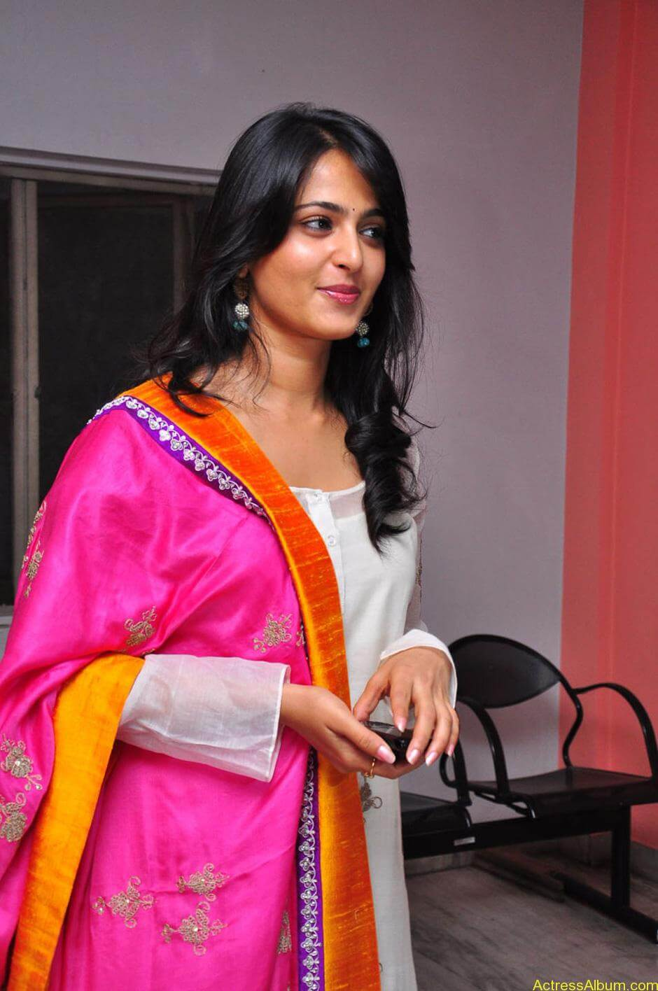 Anushka-Shetty-05-23-2011-Stills-002