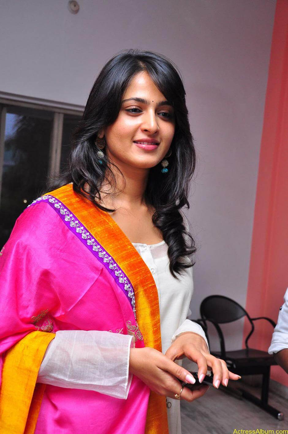 Anushka-Shetty-05-23-2011-Stills-008