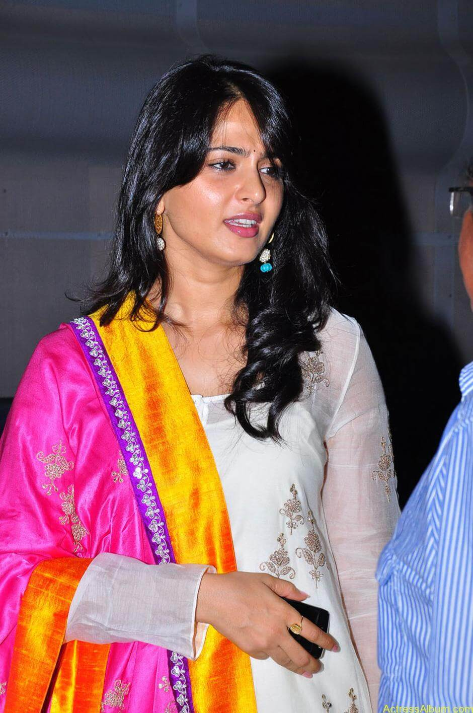 Anushka-Shetty-05-23-2011-Stills-011