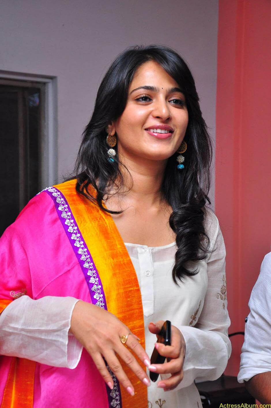 Anushka-Shetty-05-23-2011-Stills-015