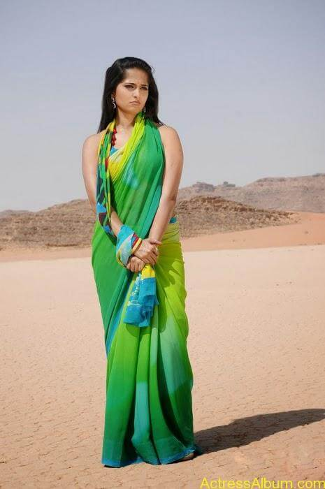 ANUSHKA SHETTY HOT GREEN TRANSPARENT SAREE PICS5