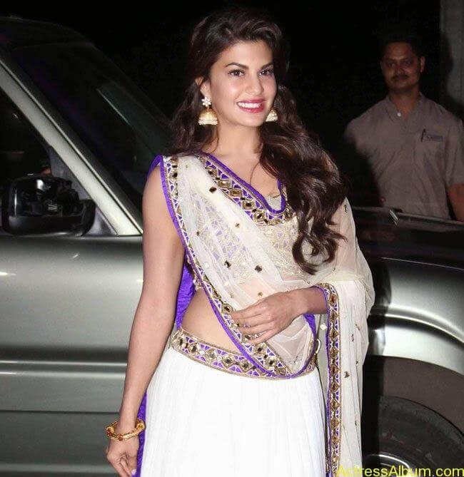 jacqueline-fernandez-stills-at-tulsi-kumar-and-hitesh-wedding-reception-1