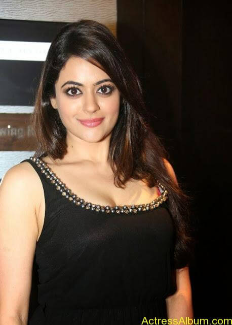 Shruti-Sodhi-Stills-at-Player-Movie-Teaser-Launch-1