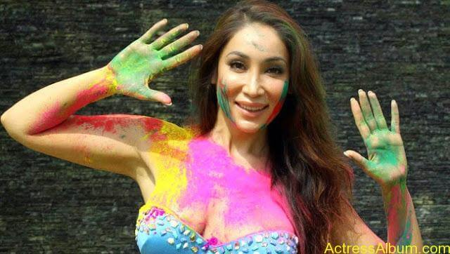 Sofia-Hayat-Holi-2015-Photoshoot-in-Bikini-Photos_15