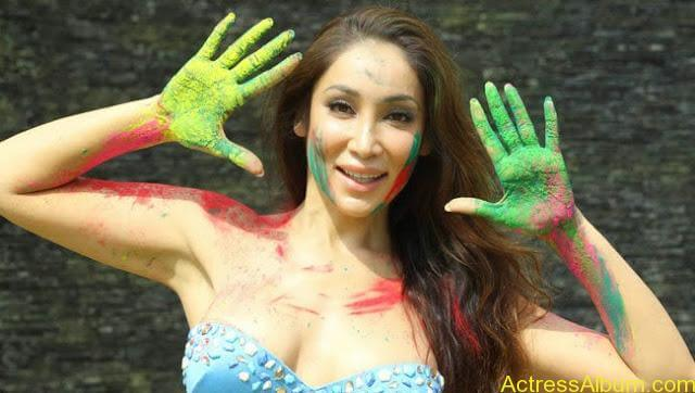 Sofia-Hayat-Holi-2015-Photoshoot-in-Bikini-Photos_18
