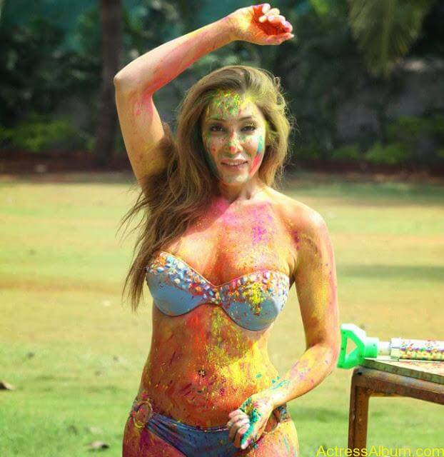 Sofia-Hayat-Holi-2015-Photoshoot-in-Bikini-Photos_5