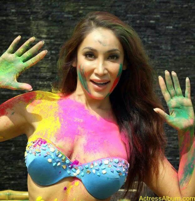 Sofia-Hayat-Holi-2015-Photoshoot-in-Bikini-Photos_9