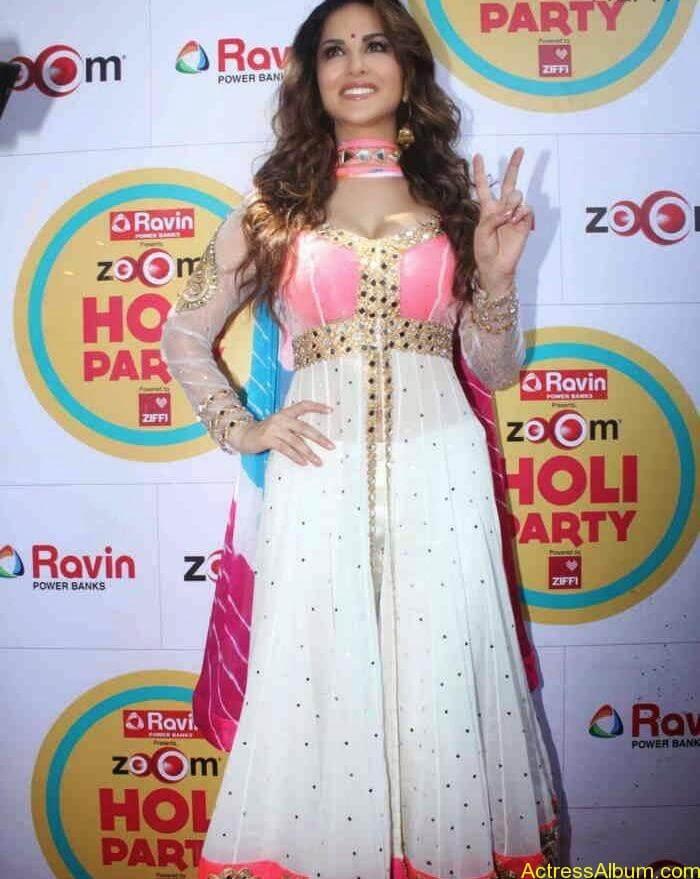 Sunny-Leone-at-Zoom-Holi-Party-Bash-celebration-Photos-10