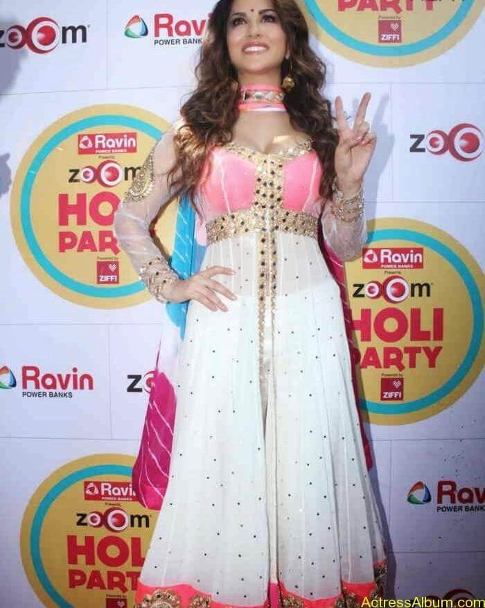 Sunny-Leone-at-Zoom-Holi-Party-Bash-celebration-Photos-11