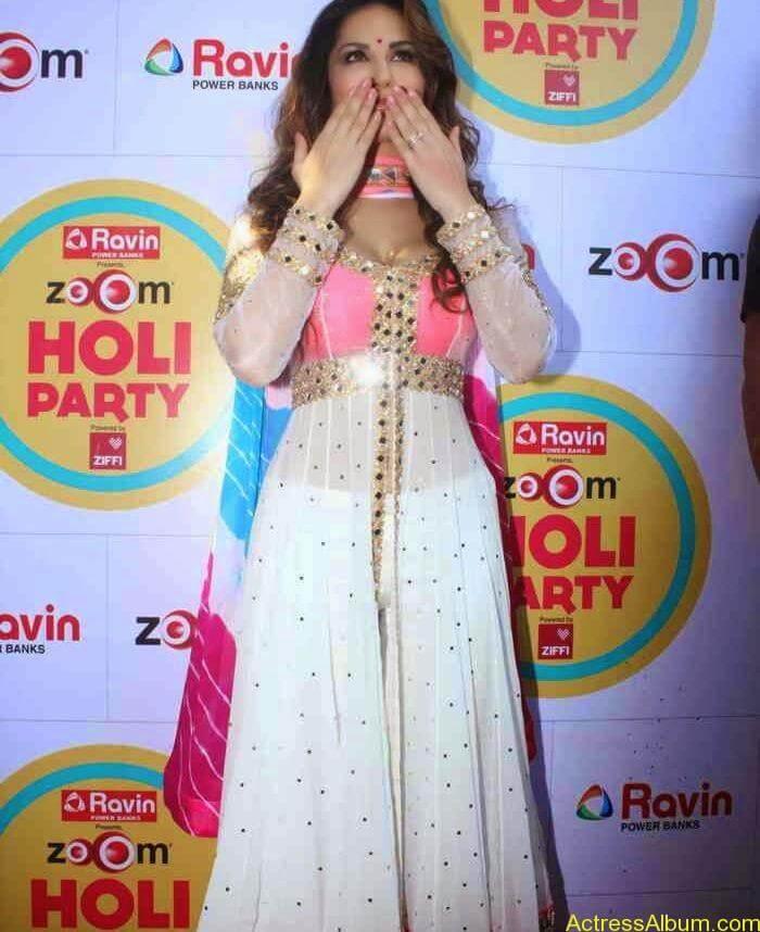 Sunny-Leone-at-Zoom-Holi-Party-Bash-celebration-Photos-12