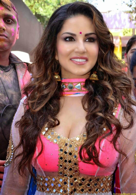 Sunny-Leone-at-Zoom-Holi-Party-Bash-celebration-Photos-13