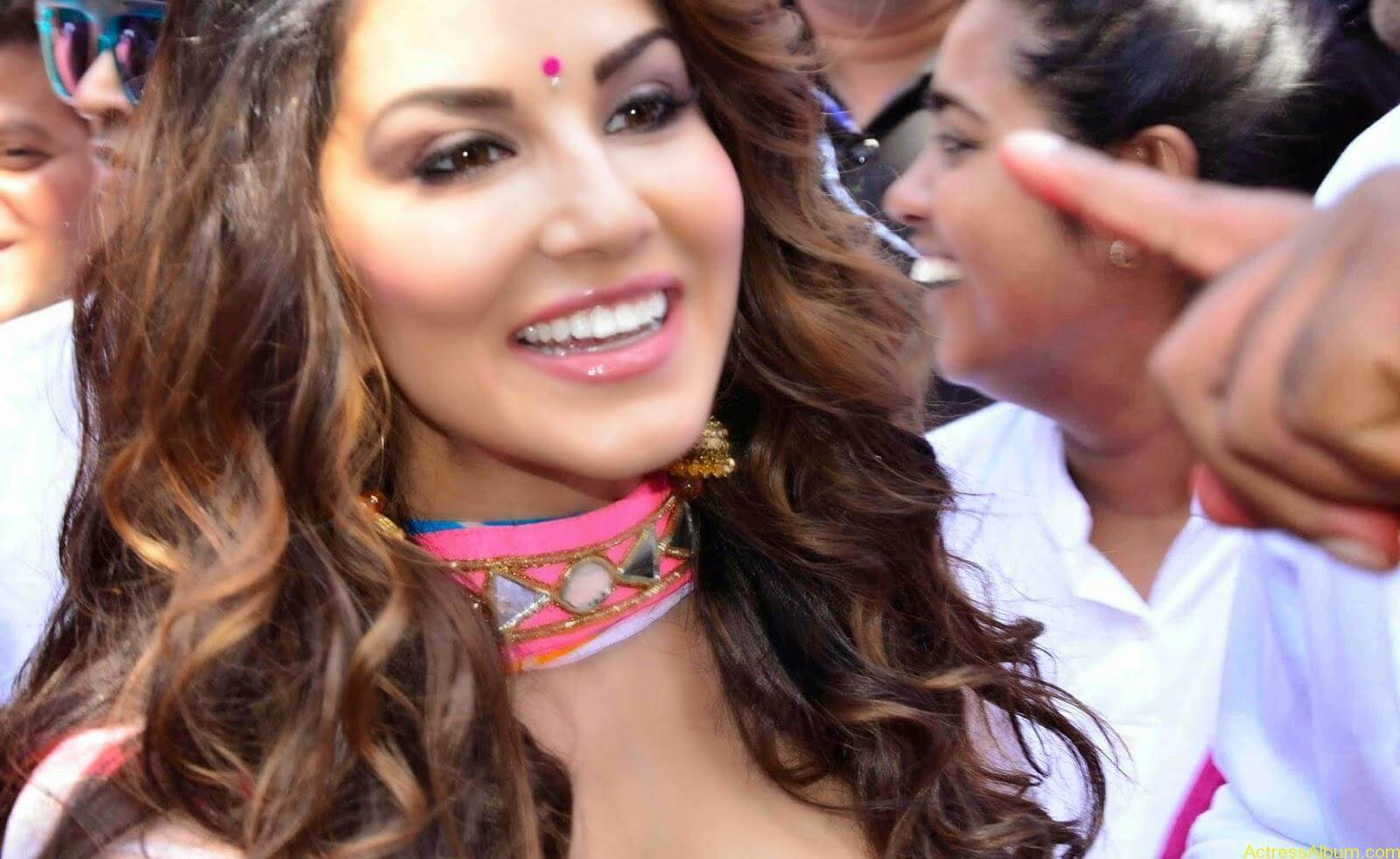 Sunny-Leone-at-Zoom-Holi-Party-Bash-celebration-Photos-2