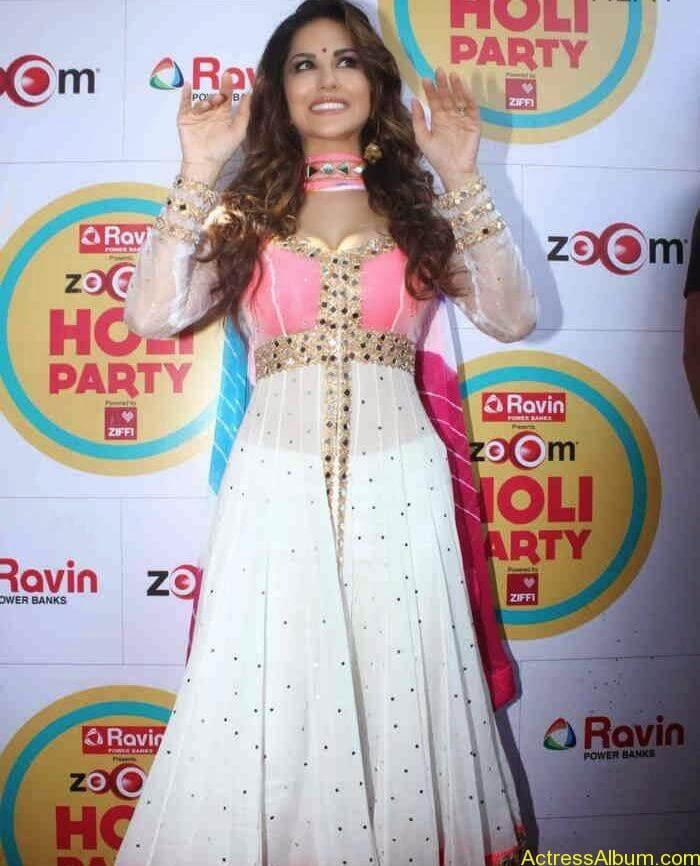 Sunny-Leone-at-Zoom-Holi-Party-Bash-celebration-Photos-6