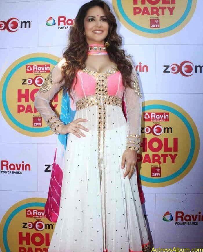 Sunny-Leone-at-Zoom-Holi-Party-Bash-celebration-Photos-7