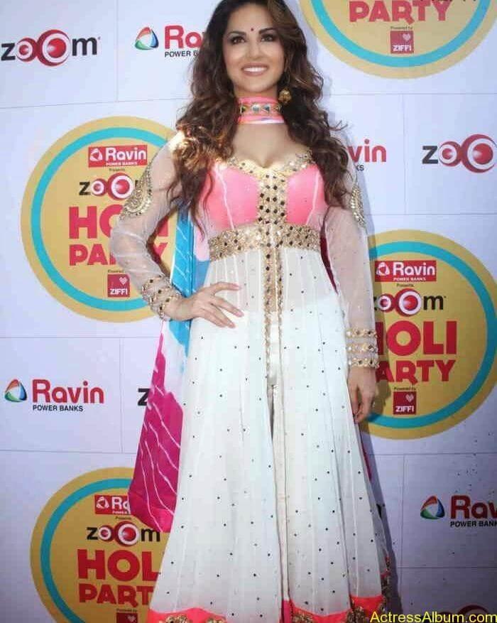 Sunny-Leone-at-Zoom-Holi-Party-Bash-celebration-Photos-8