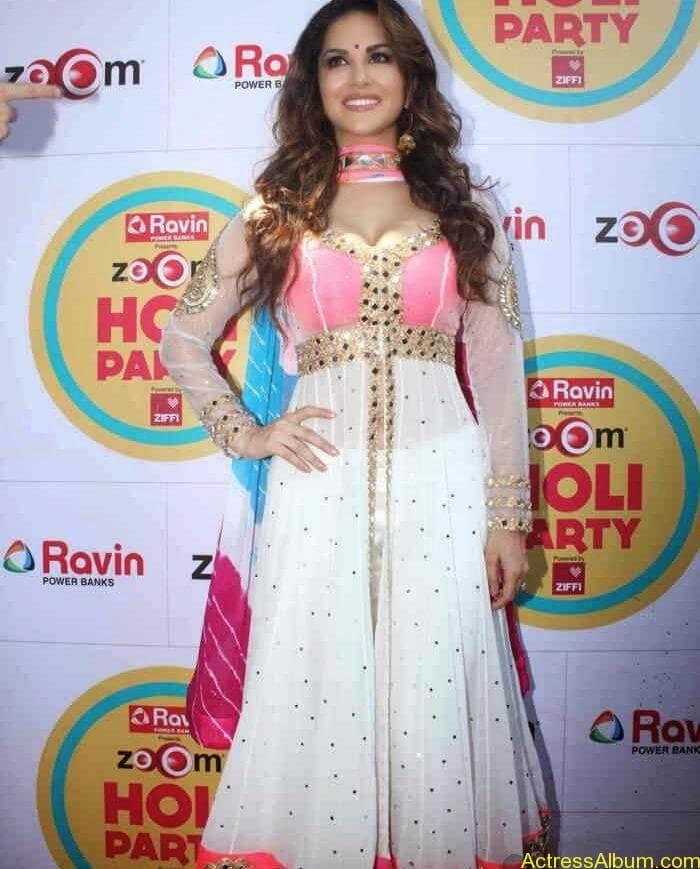 Sunny-Leone-at-Zoom-Holi-Party-Bash-celebration-Photos-9