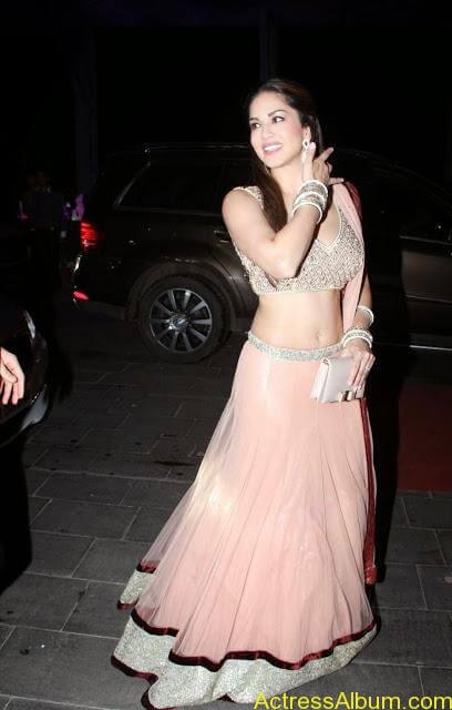 Sunny-Leone-Stills-at-Tulsi-Kumar's-Wedding-Receptions_3