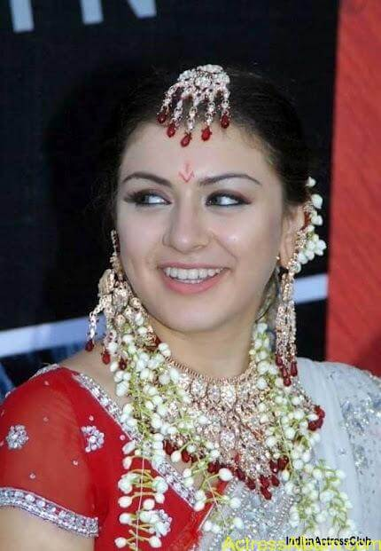 Actress Hansika Beautiful Saree Pictures