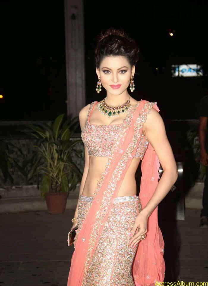 urvashi-rautela-stills-at-tulsi-kumar-and-hitesh-wedding-reception-4
