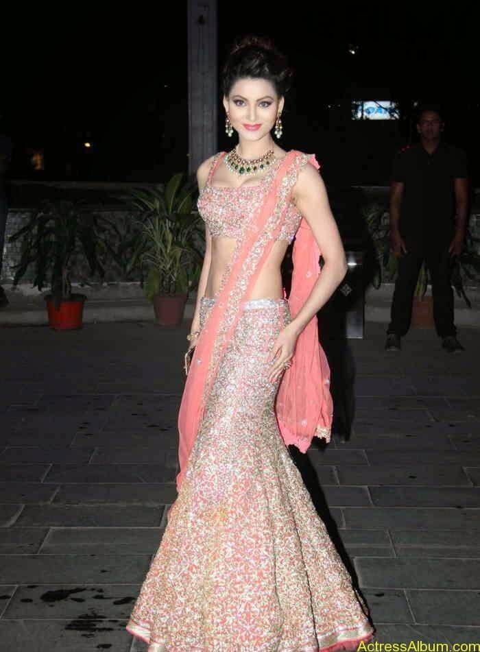 urvashi-rautela-stills-at-tulsi-kumar-and-hitesh-wedding-reception-5