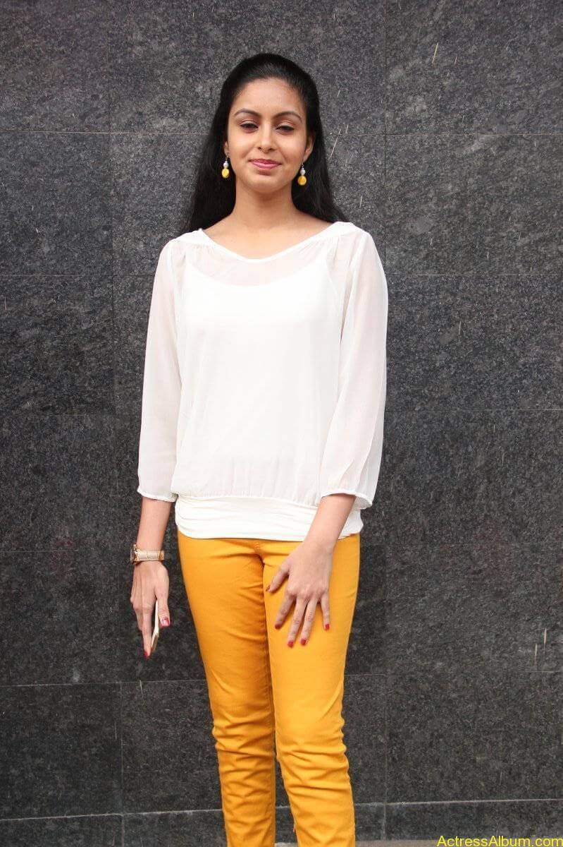 Abhinaya-Stills-At-Vizhithiru-Movie-Audio-Launch-03