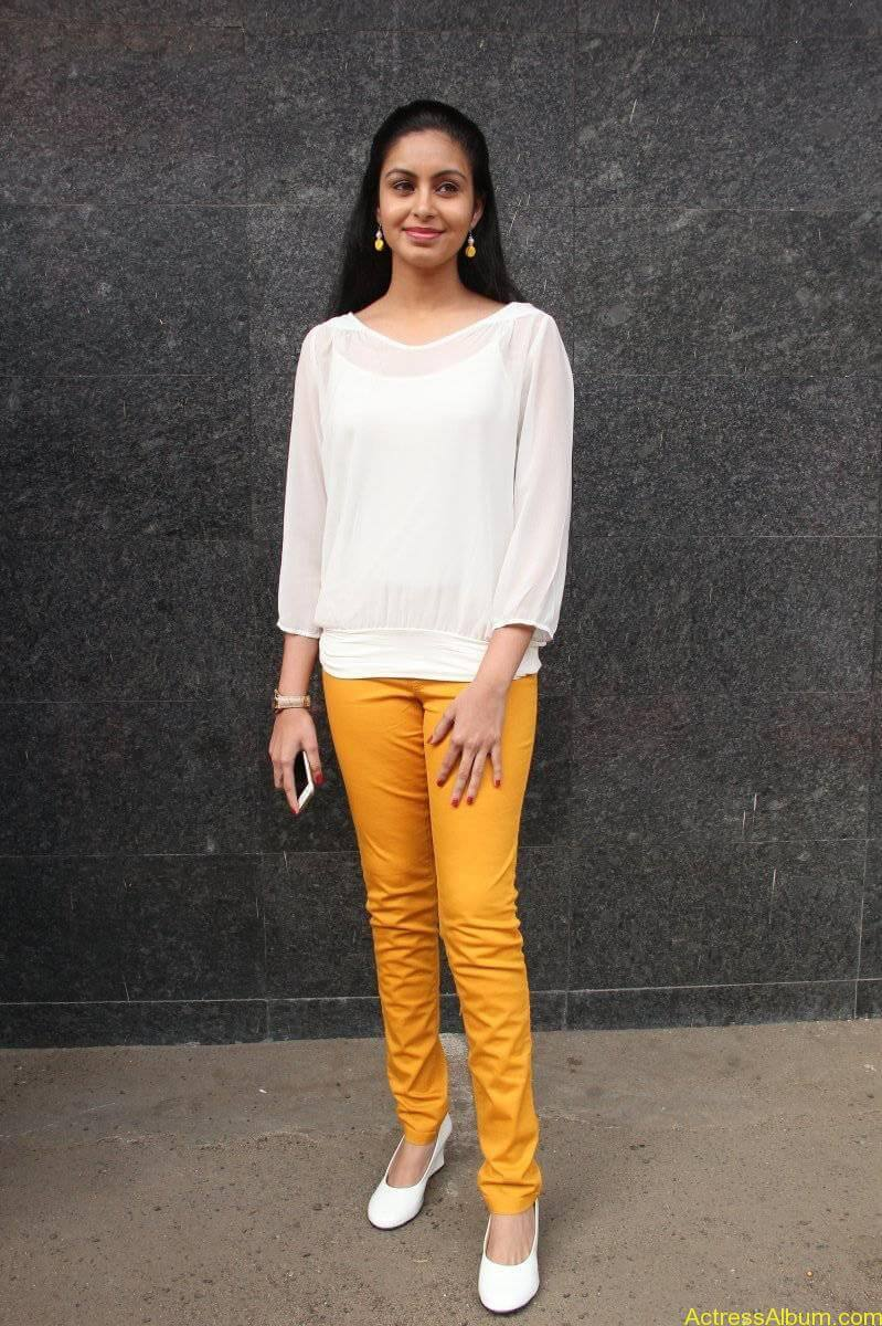 Abhinaya-Stills-At-Vizhithiru-Movie-Audio-Launch-04