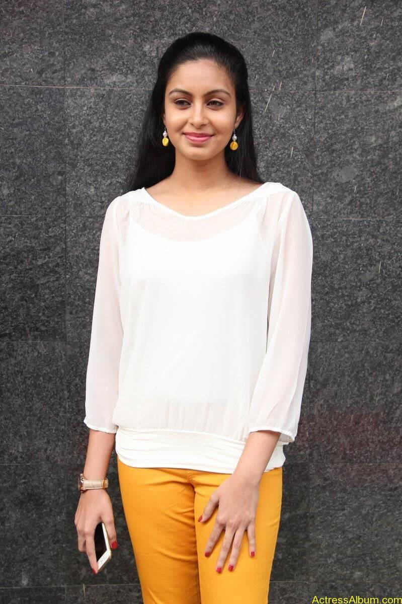 Abhinaya-Stills-At-Vizhithiru-Movie-Audio-Launch-05