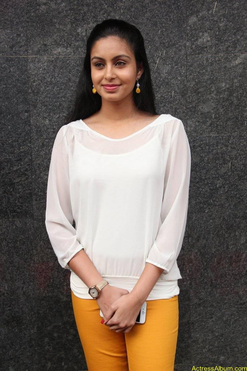 Abhinaya-Stills-At-Vizhithiru-Movie-Audio-Launch-09