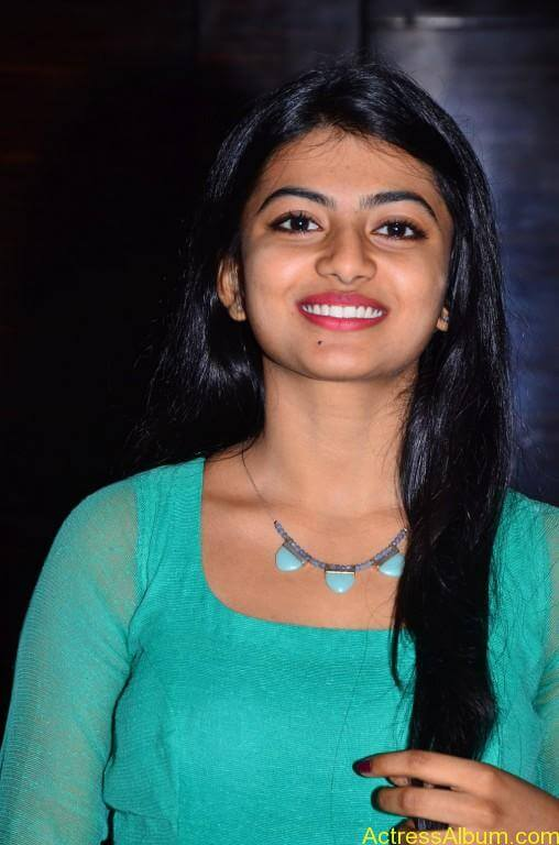 Actress-Anandhi-latest-Photos-stills-pictures-10
