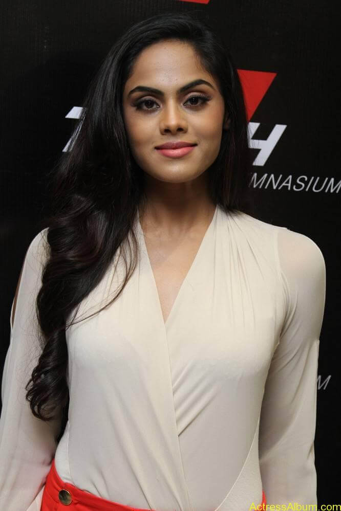 Actress-Karthika-Nair-Stills-Photos-Pictures-5