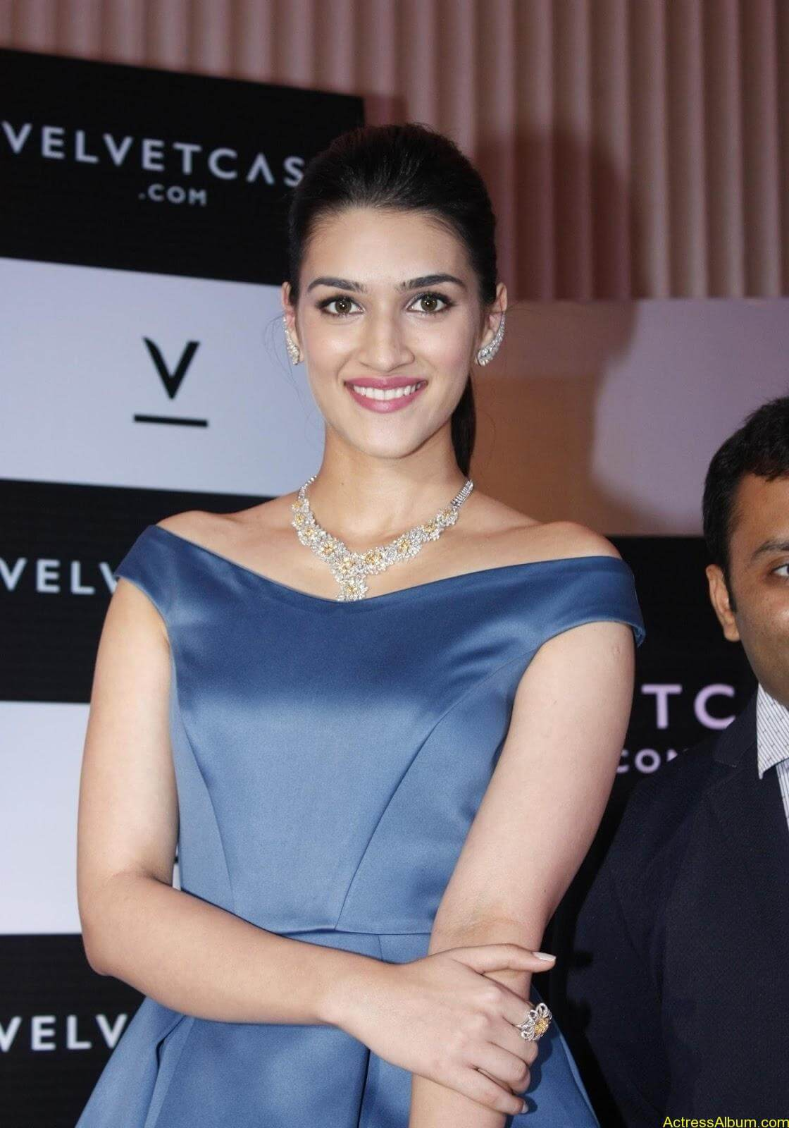 Actress-Kriti-Sanon-Latest-Stills-5