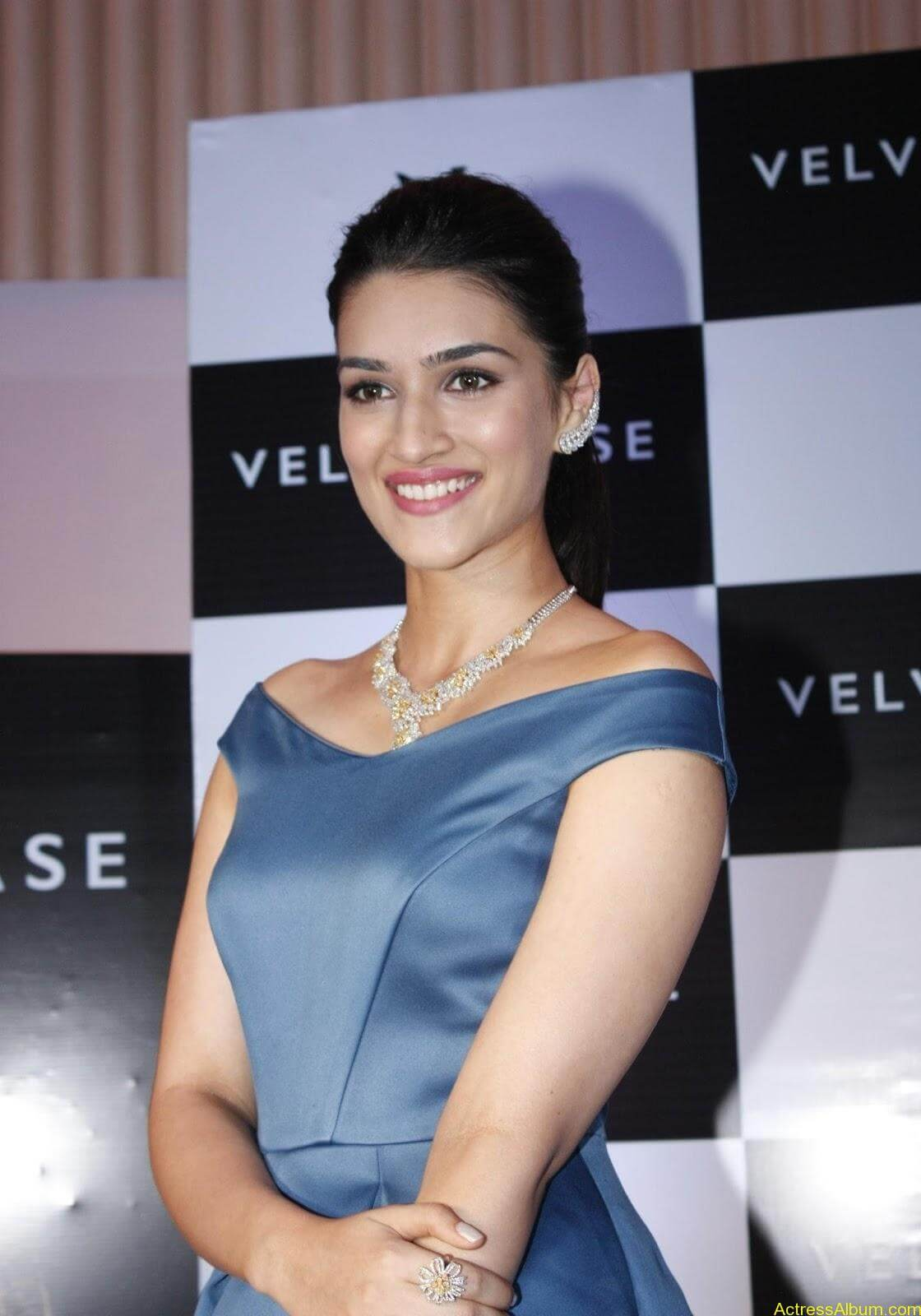 Actress-Kriti-Sanon-Latest-Stills-6