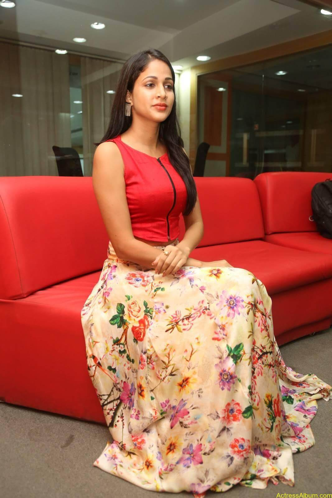 ACTRESS LAVANYA TRIPATHI LATEST PHOTOS-11