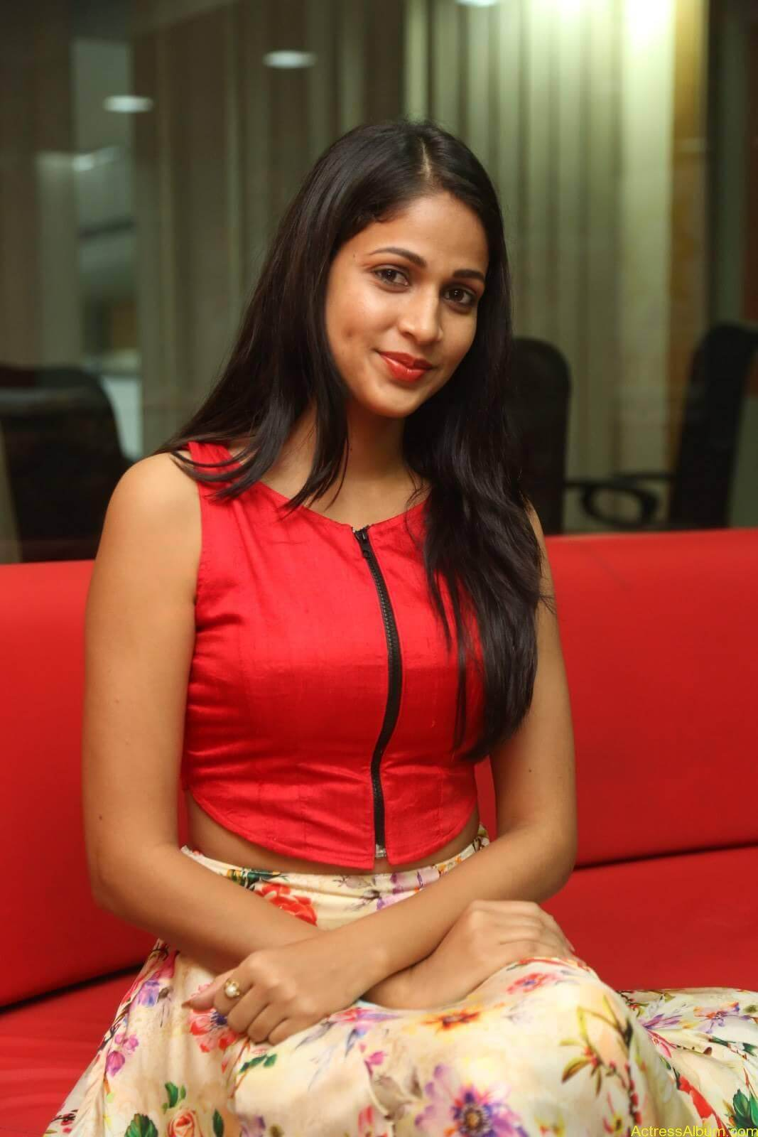 ACTRESS LAVANYA TRIPATHI LATEST PHOTOS-12