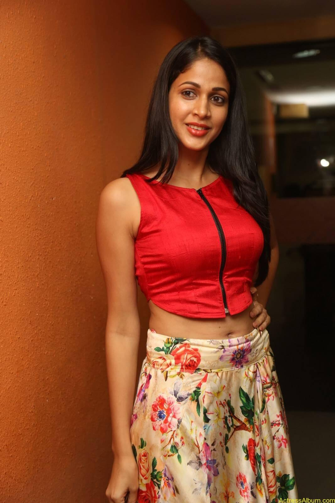 ACTRESS LAVANYA TRIPATHI LATEST PHOTOS-4