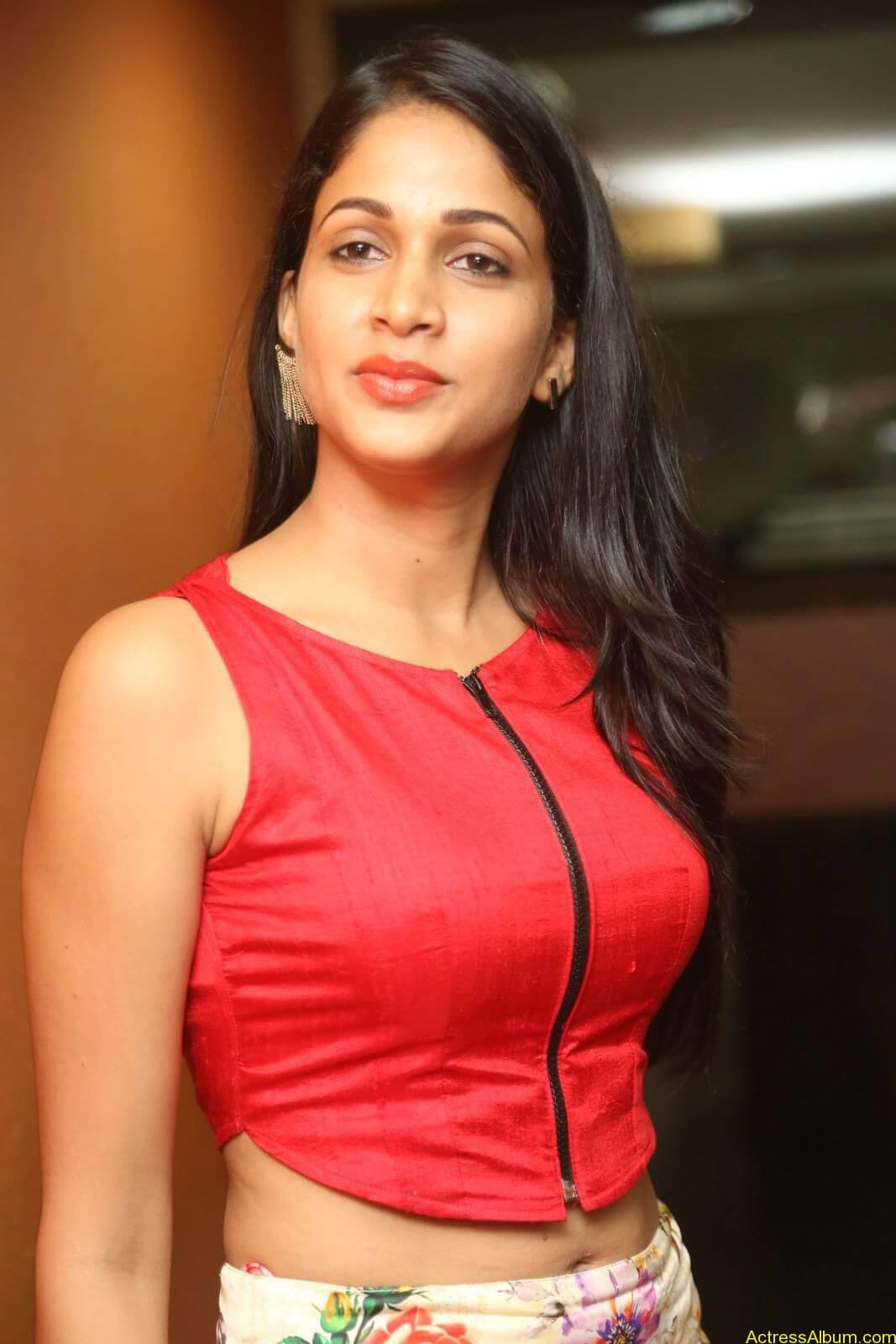ACTRESS LAVANYA TRIPATHI LATEST PHOTOS-8