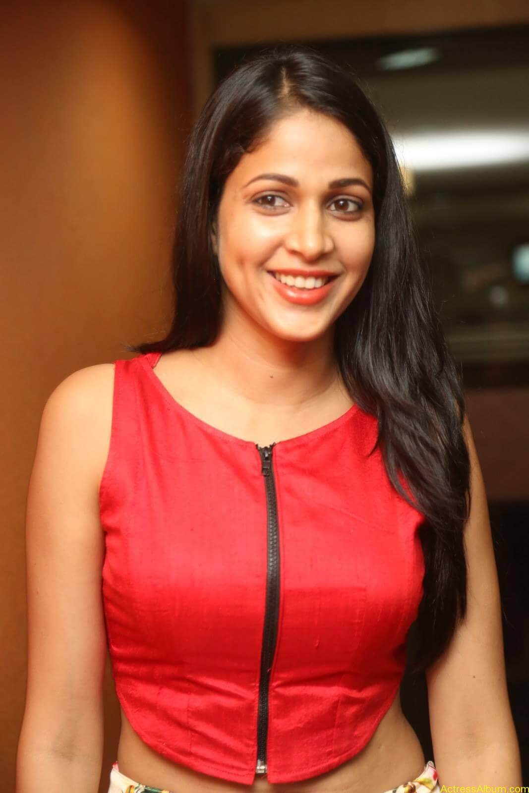 ACTRESS LAVANYA TRIPATHI LATEST PHOTOS-9