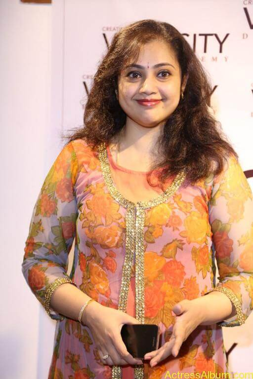 Actress-Meena-Latest-Photos-Stills-Pictures-3