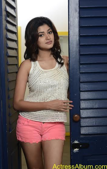 Actress-Oviya-new-hot-photo-shoot-Stills-8